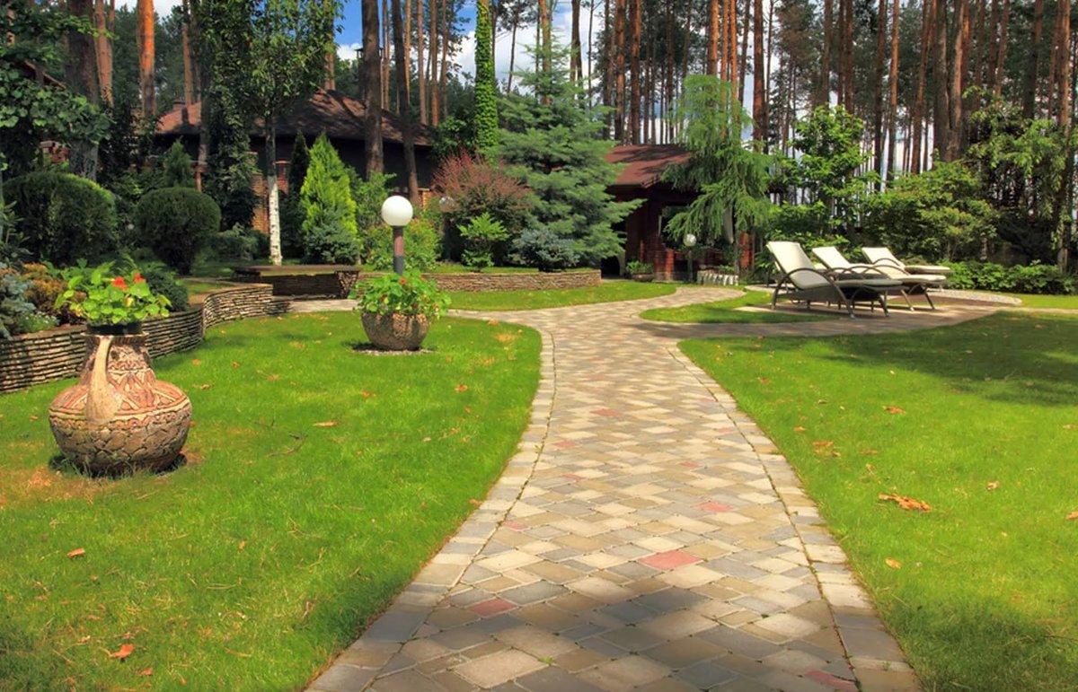 Ландшафтный дизайн с деревянным домом фото