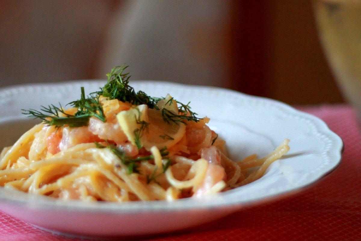 Паста с креветками в сливочно чесночном соусе с сыром рецепт