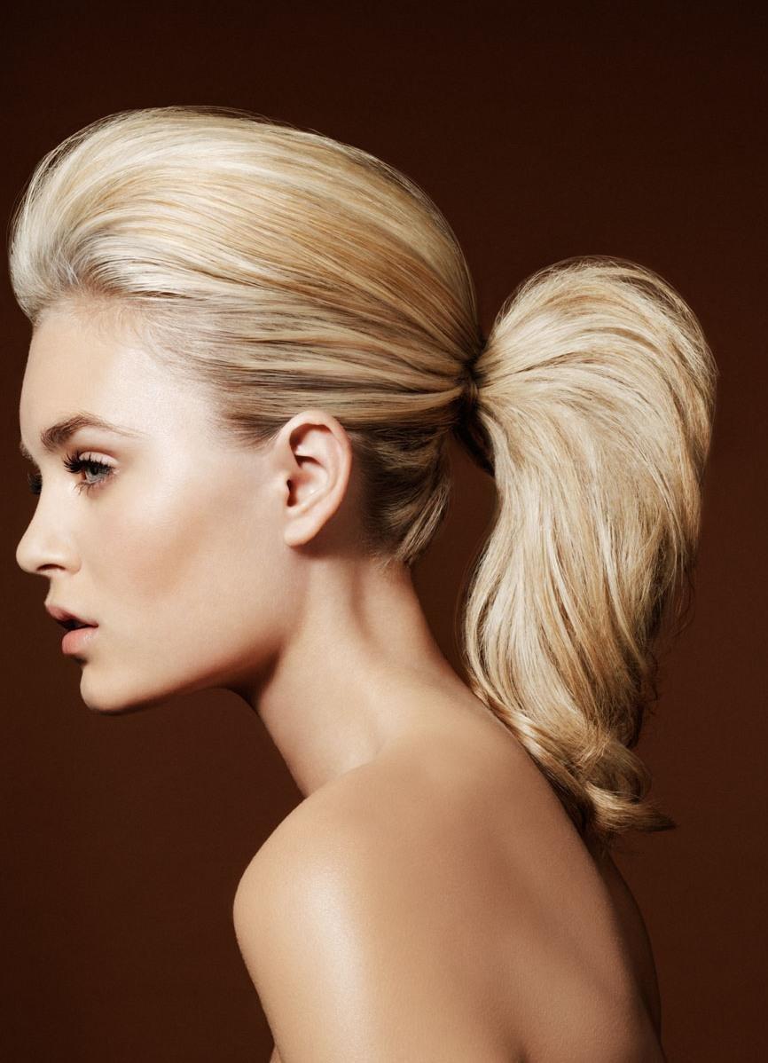 Прически на прямые волосы с начесом