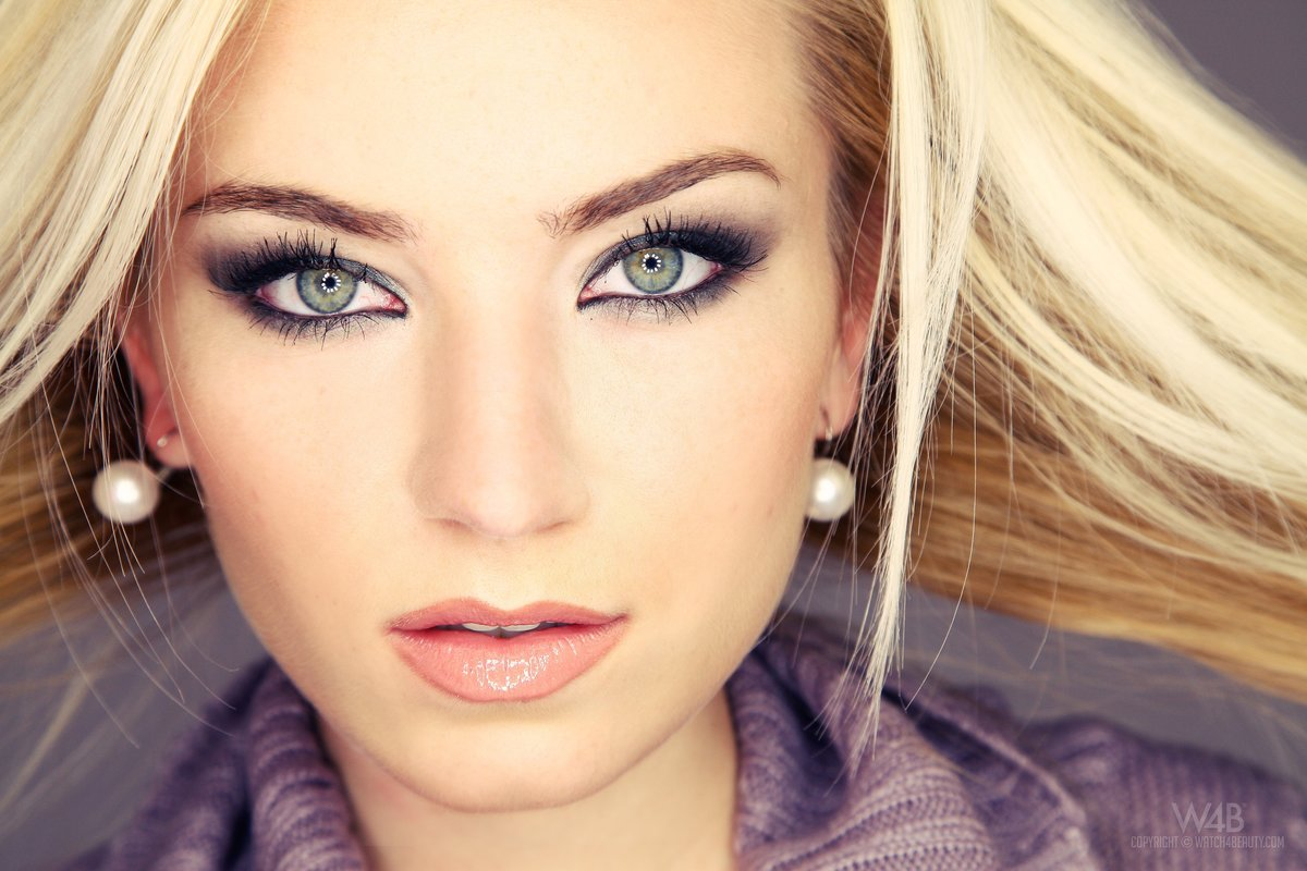 Макияж зеленых глаз и светлых волос