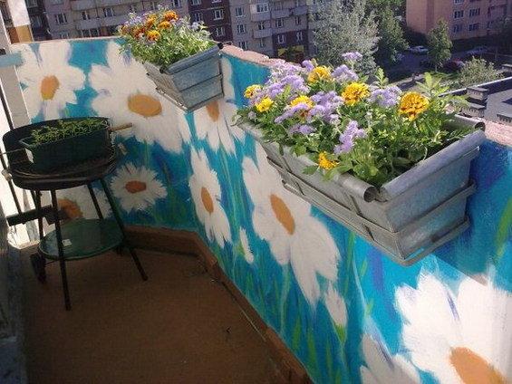 Красим своими руками балкон