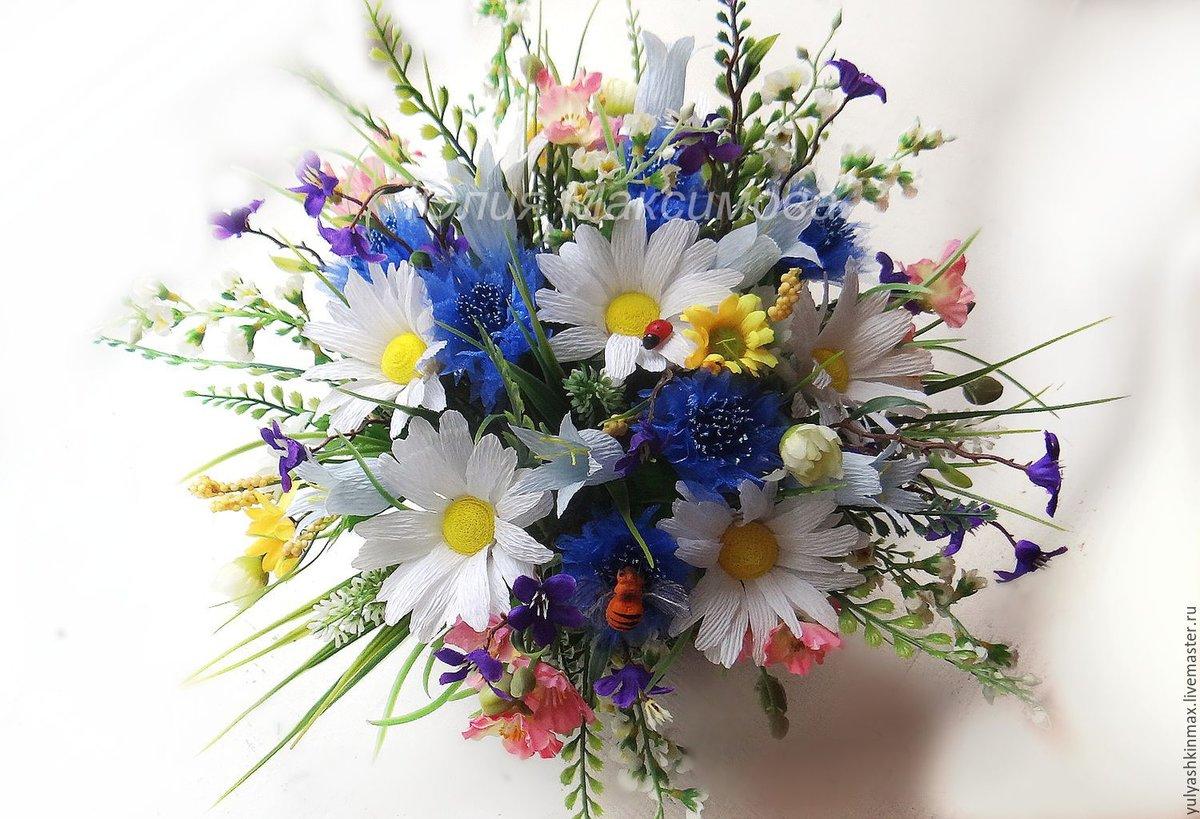 Букет из полевых цветов в августе фото