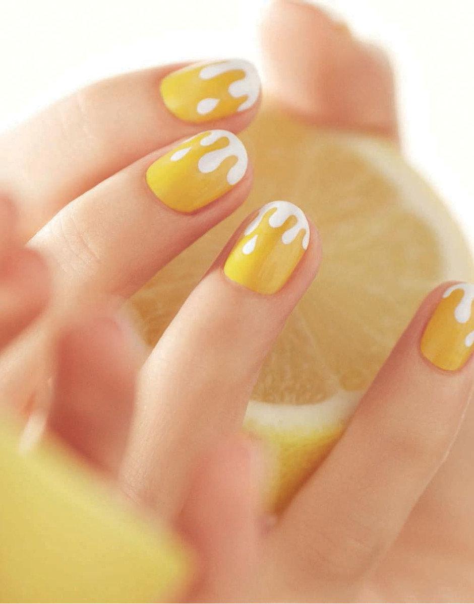 Жёлтый с белым маникюр фото