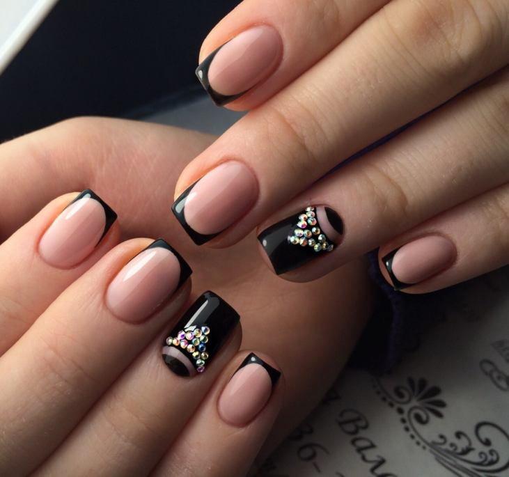 Маникюр с узорами на квадратные ногти
