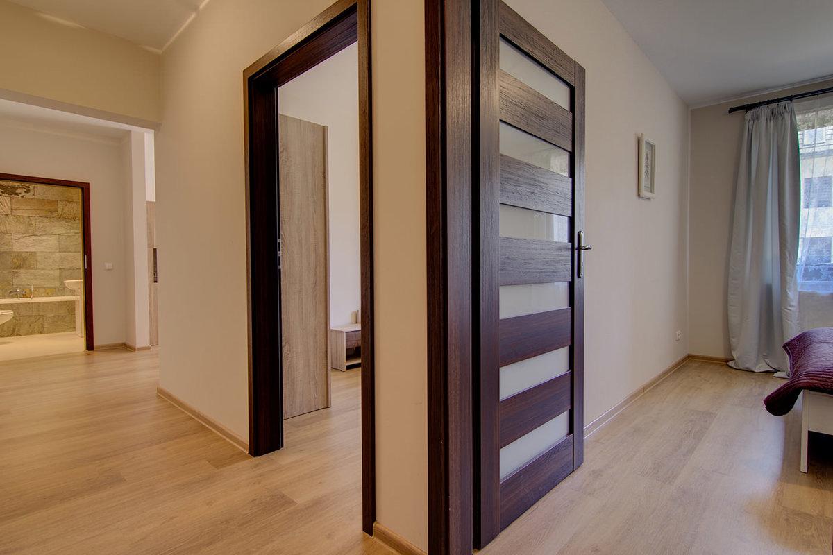 Фото сочетание цветов полы двери
