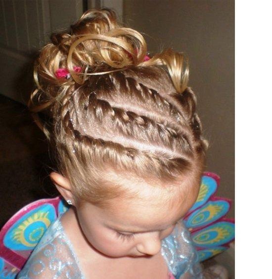 Прически девочке на утренник на короткие волосы