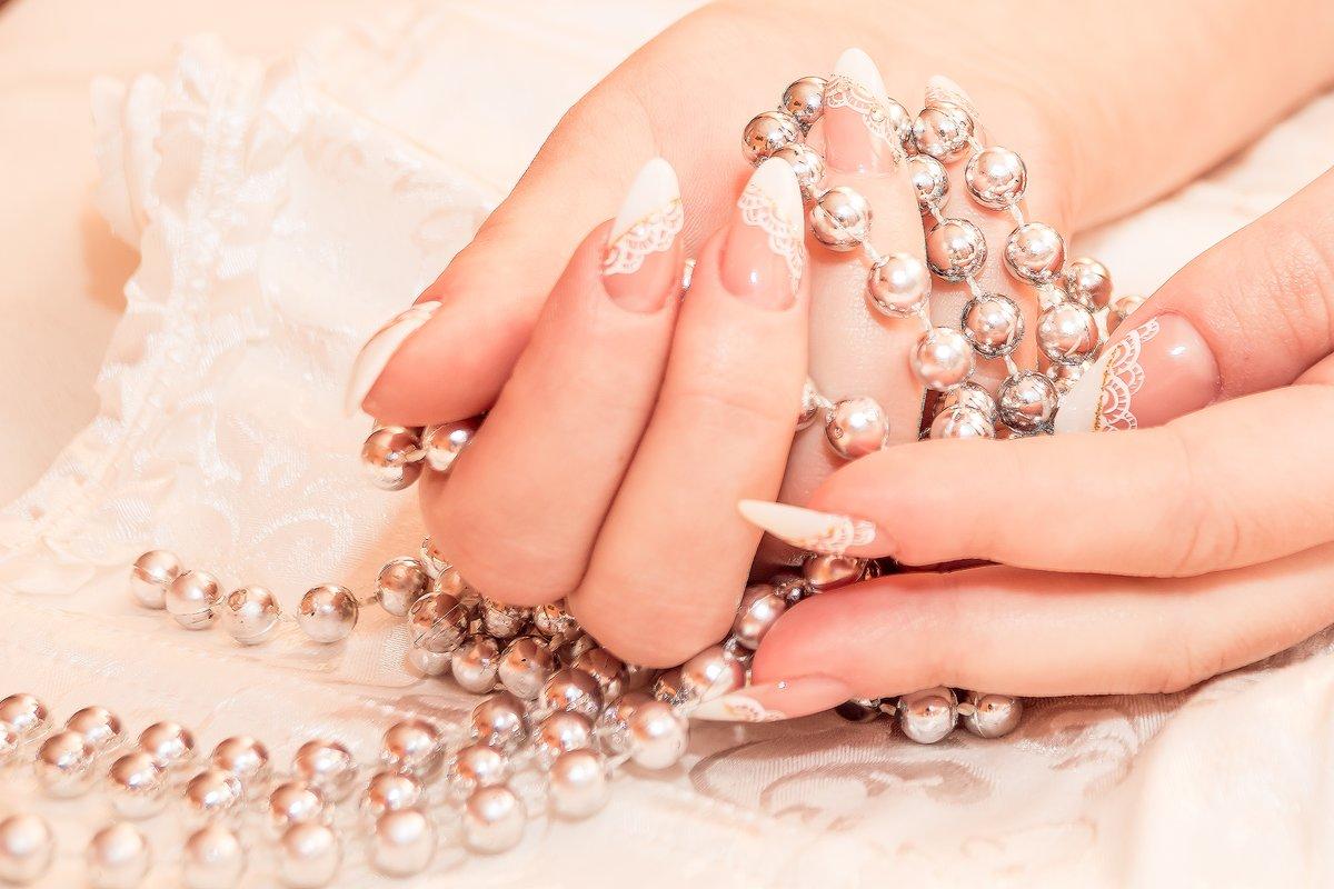 Самый красивый свадебный маникюр