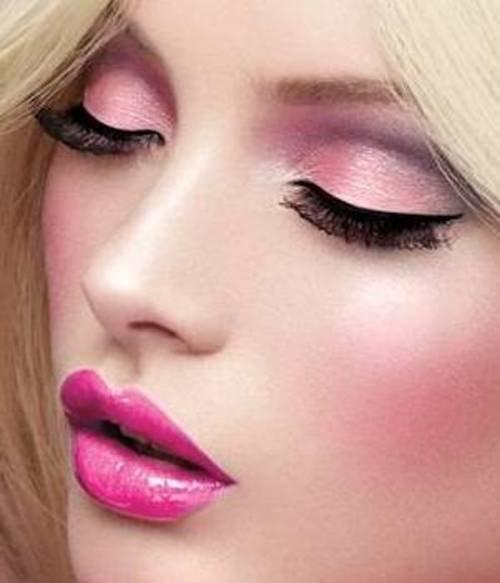 Макияж в нежно розовых тонах
