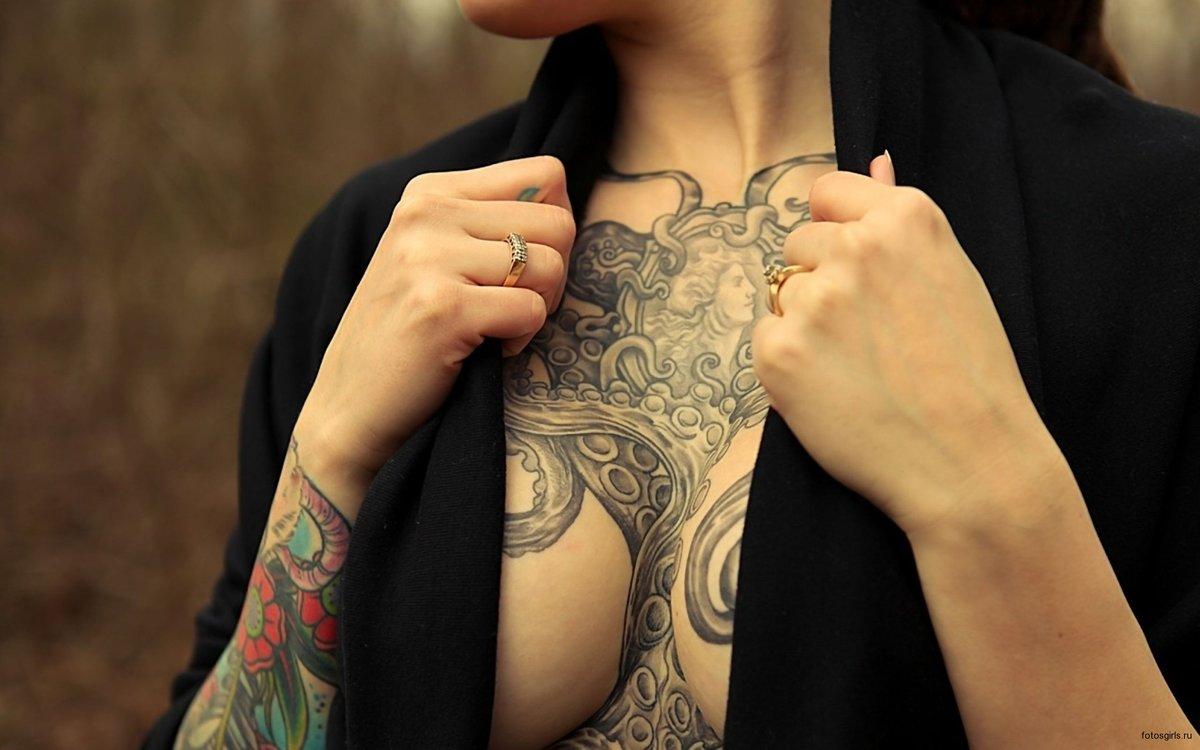 Девушки с интимными татуировками фото