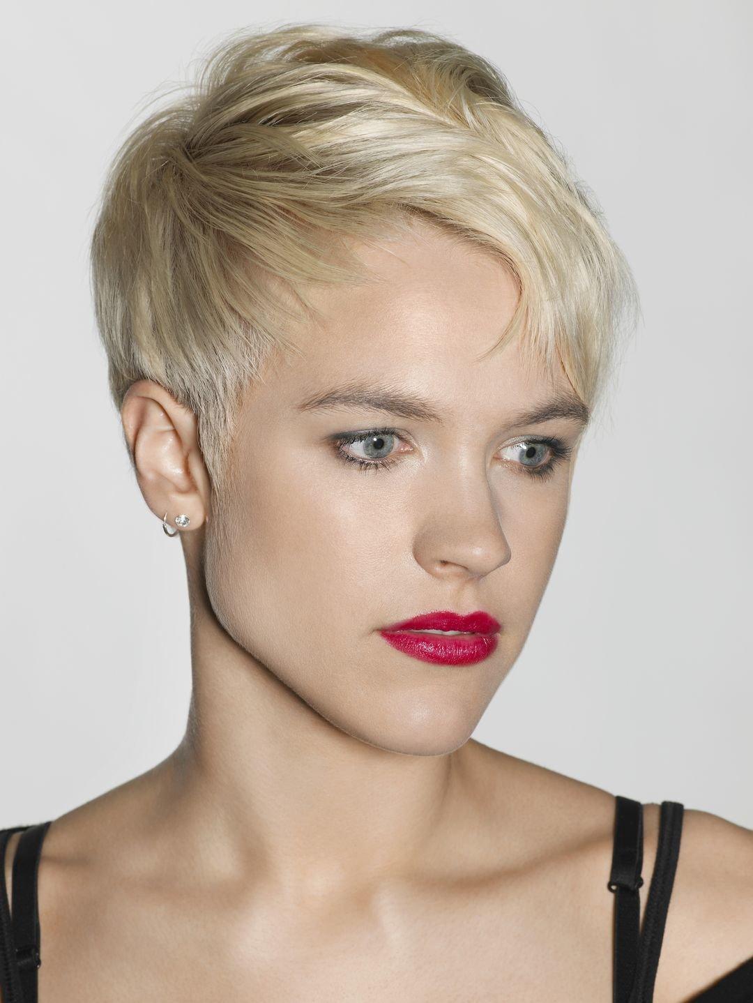 Женские короткие стрижки блондинки
