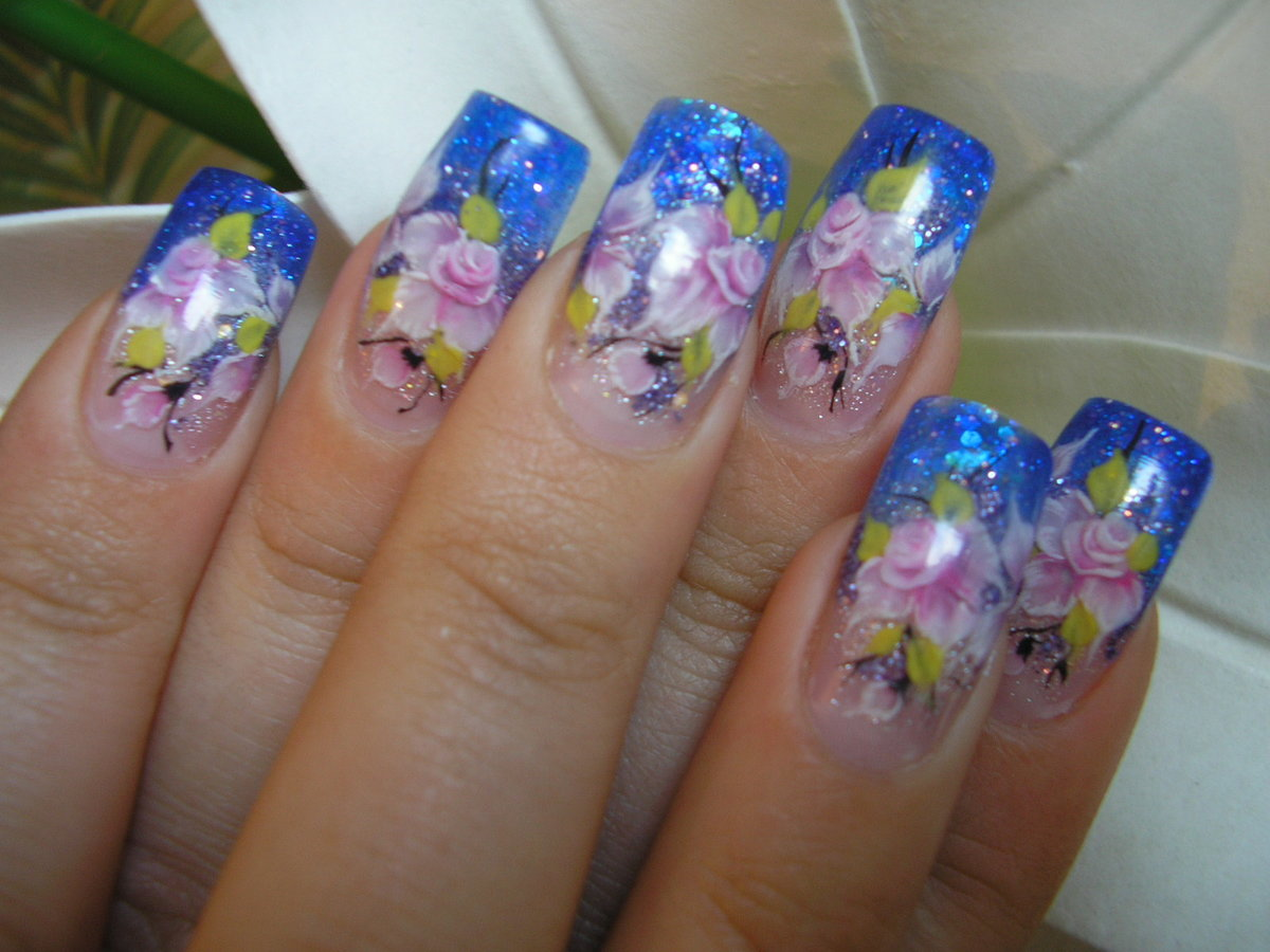 Фото аквариума на коротких ногтях