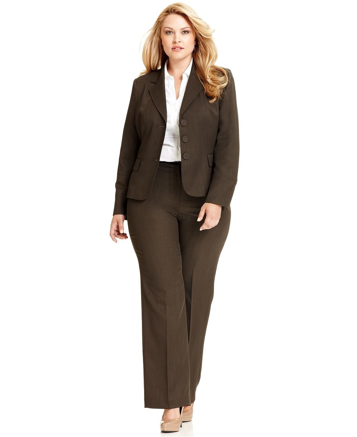 Fashionable office attire for women 5