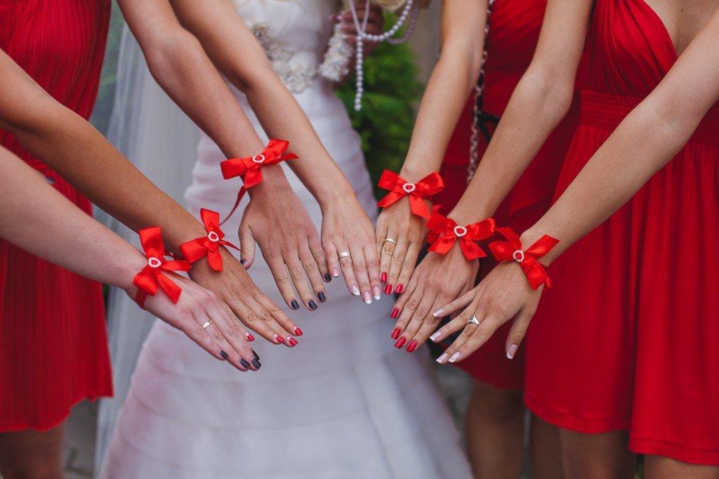 Цветы на руку своими руками для подружек невесты 112