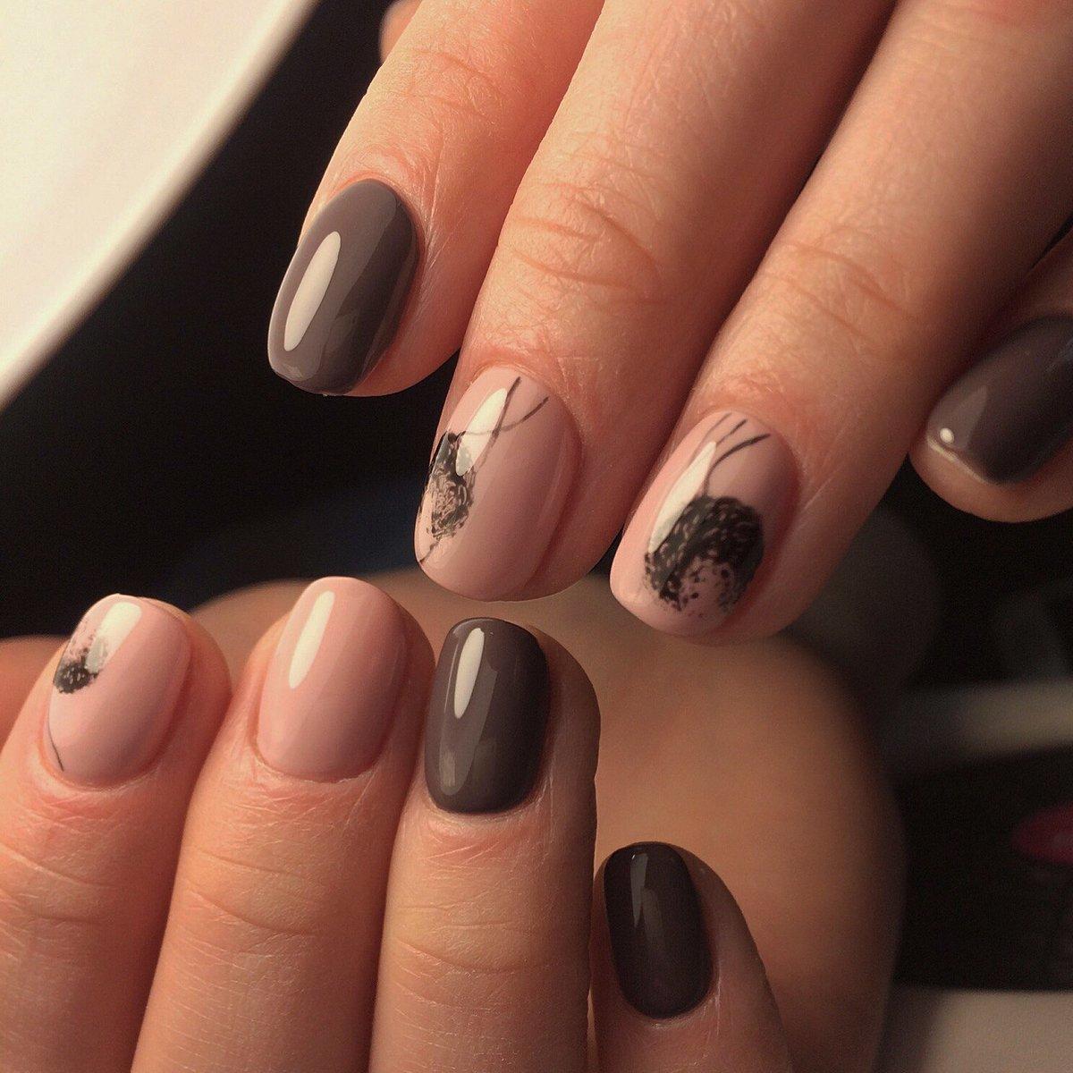 Бежевые ногти с рисунком фото