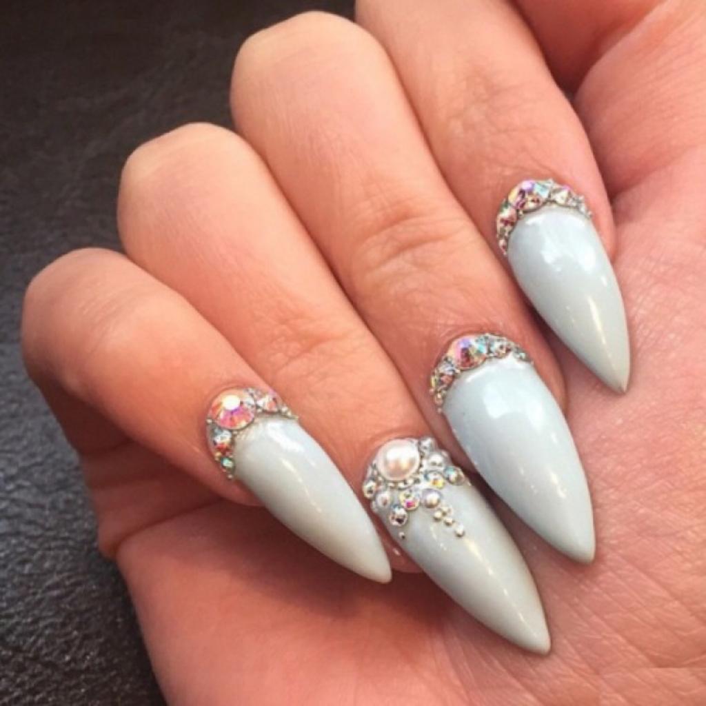 Красивые фото на острых ногтях