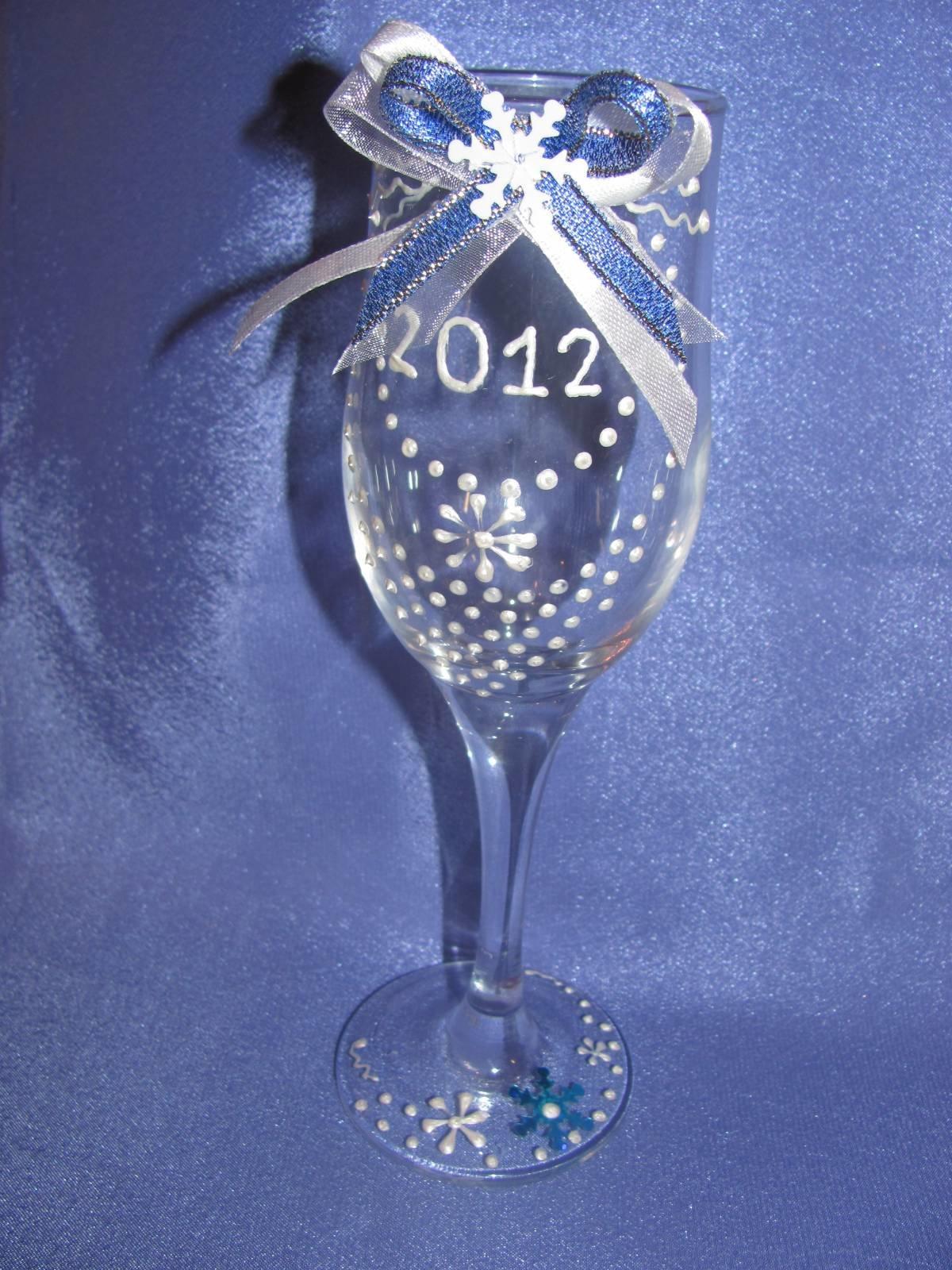 Как украсить новогодние бокалы своими руками