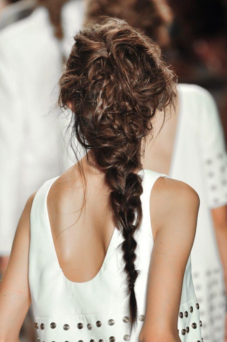 Небрежная коса прически