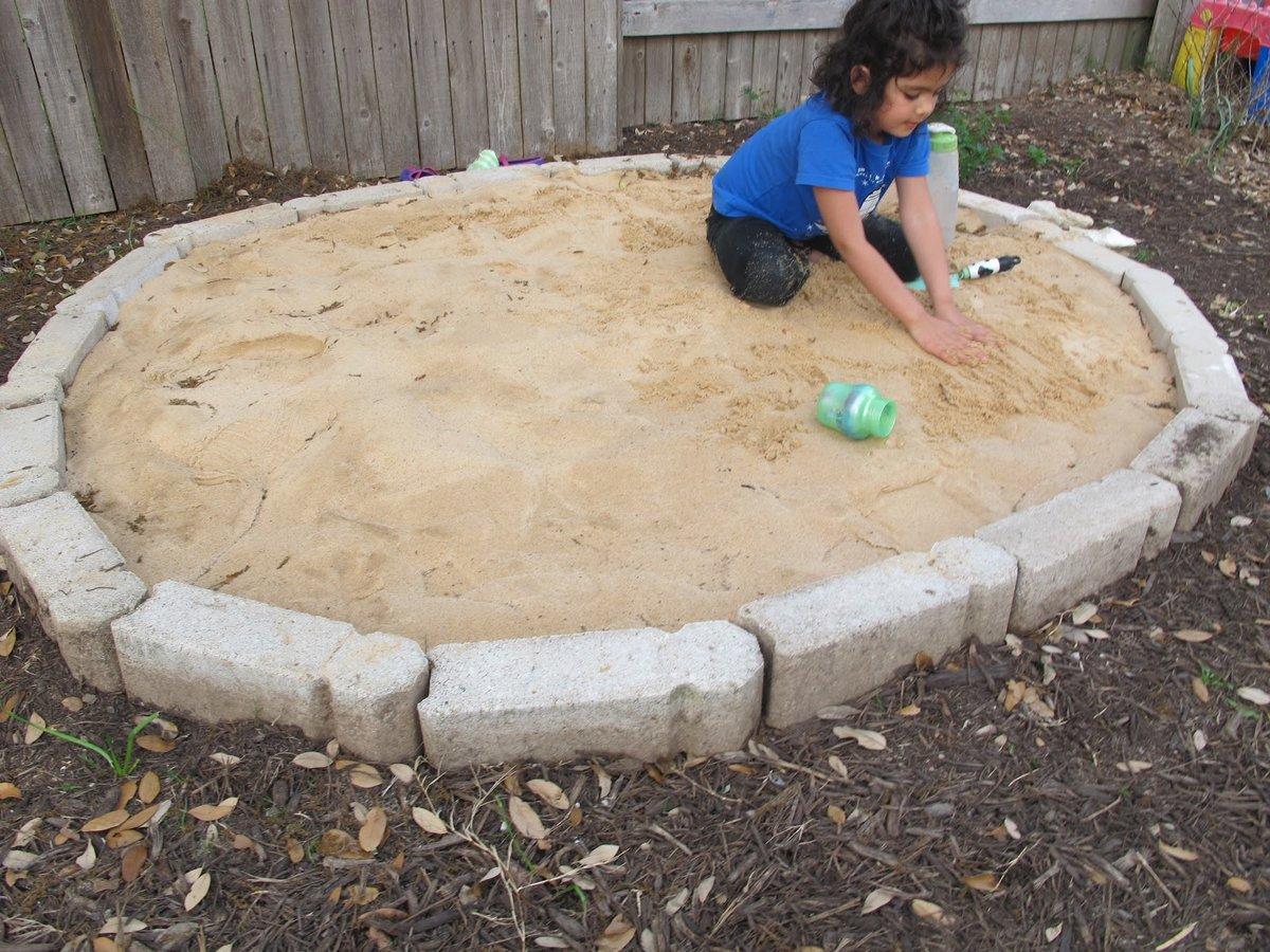 Песочница из сруба своими руками