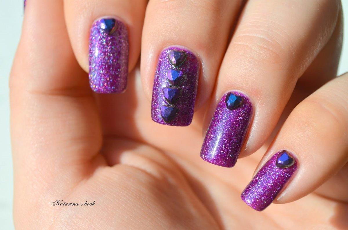 Фиолетовые ногти со стразами фото