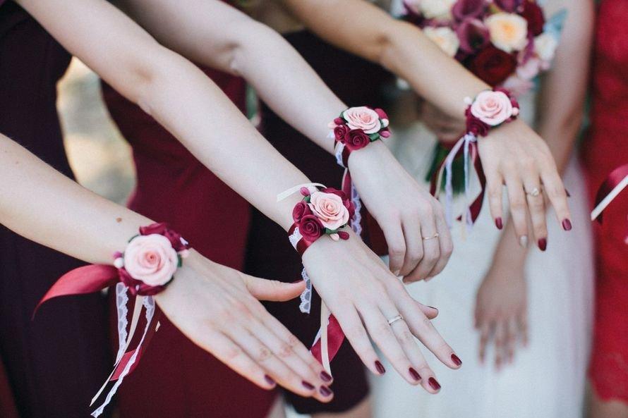 Цветы на руку своими руками для подружек невесты 63