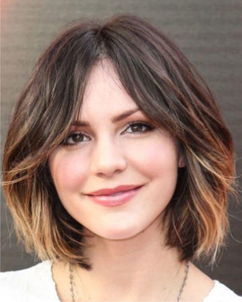 Прически на средние волосы с круглым лицом фото своими