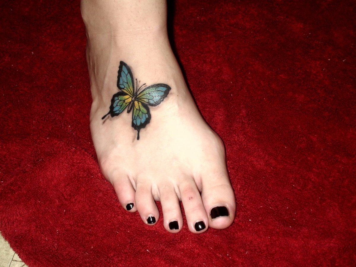 Фото татуировок бабочек на ноге