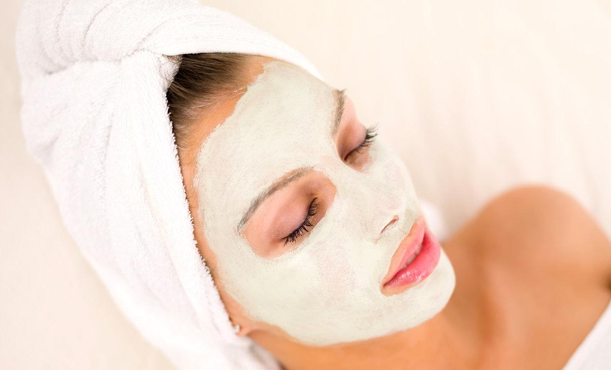 Как эффективно отбелить кожу лица в домашних условиях, рецепты масок