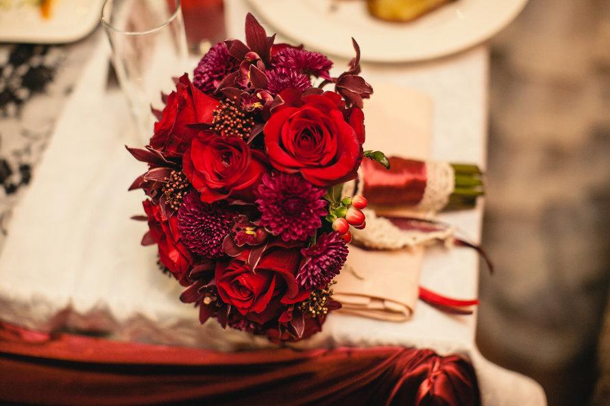 Фото букетов из красных цветов 69