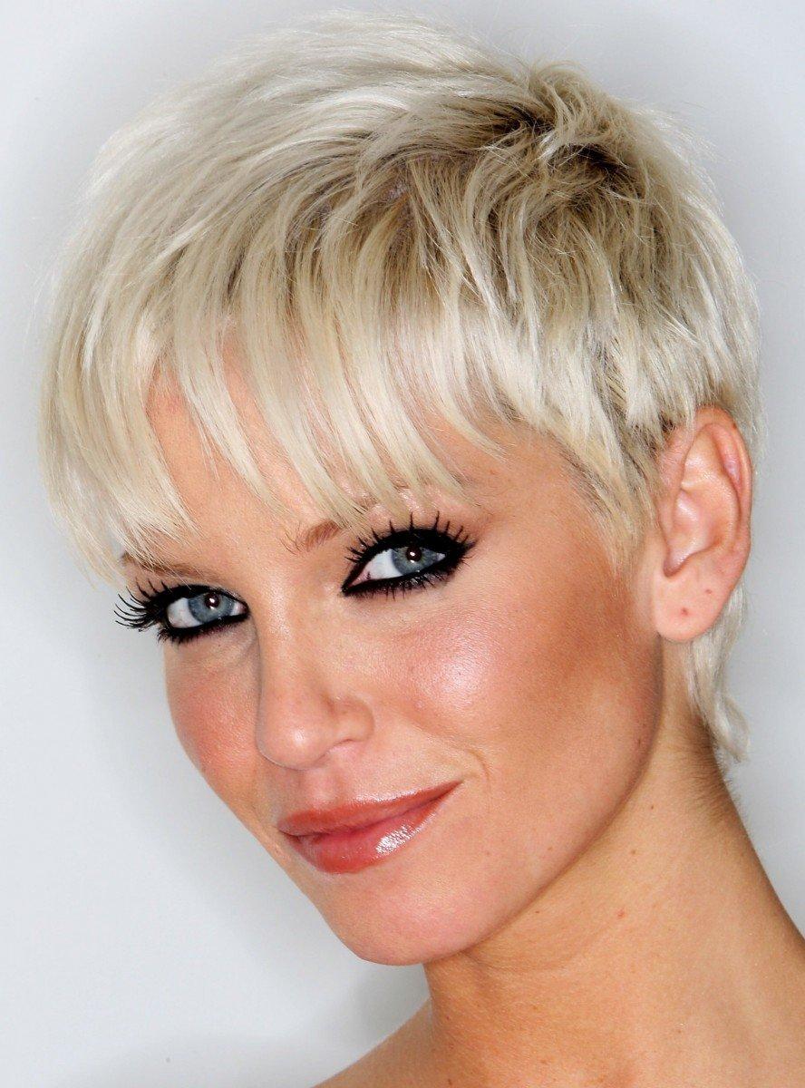 Самые модные женские короткие стрижки на короткие волосы 6