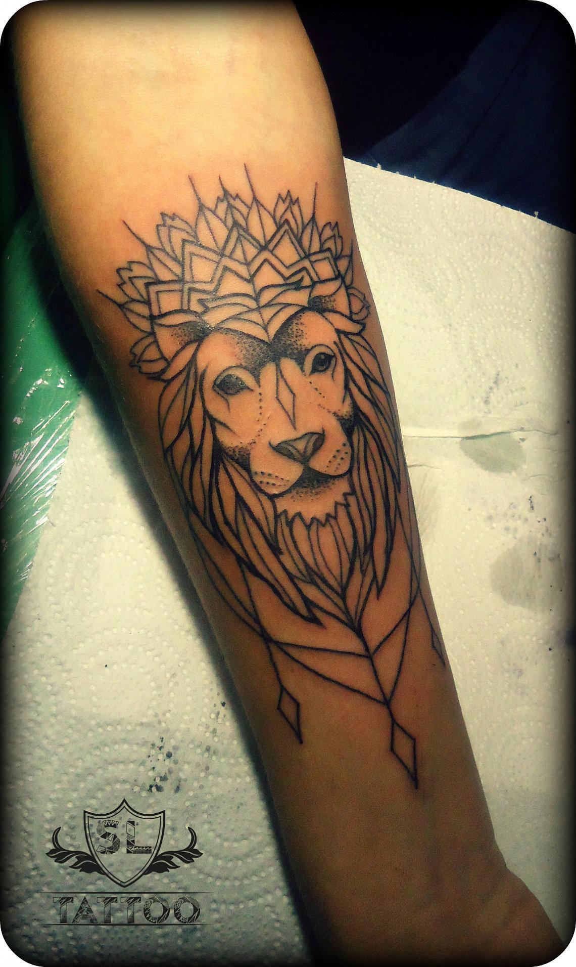 Тату эскизы на руку женские львы