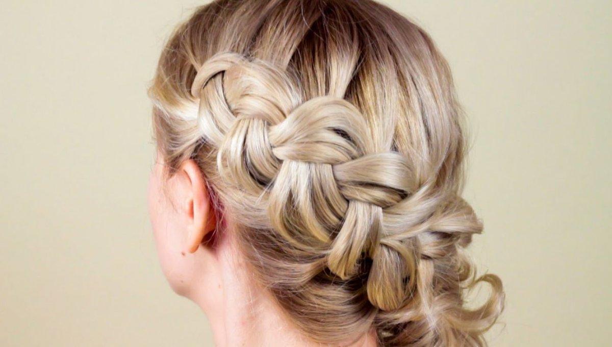 Плетение кос на себе на среднюю длину