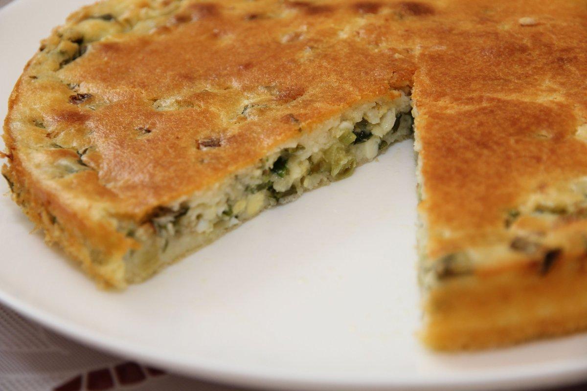 Как сделать пирог с луком и яйцом не сухим