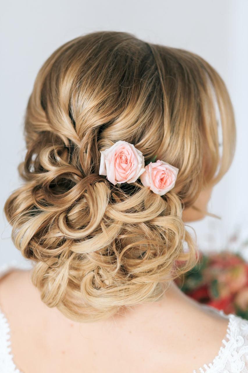 Какую прическу сделать на свадьбу к подруге на средние волосы с челкой