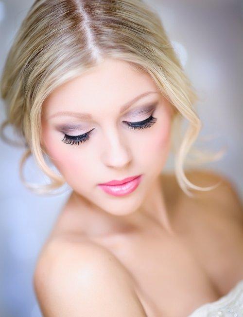 Макияж под голубое платье для блондинок 128