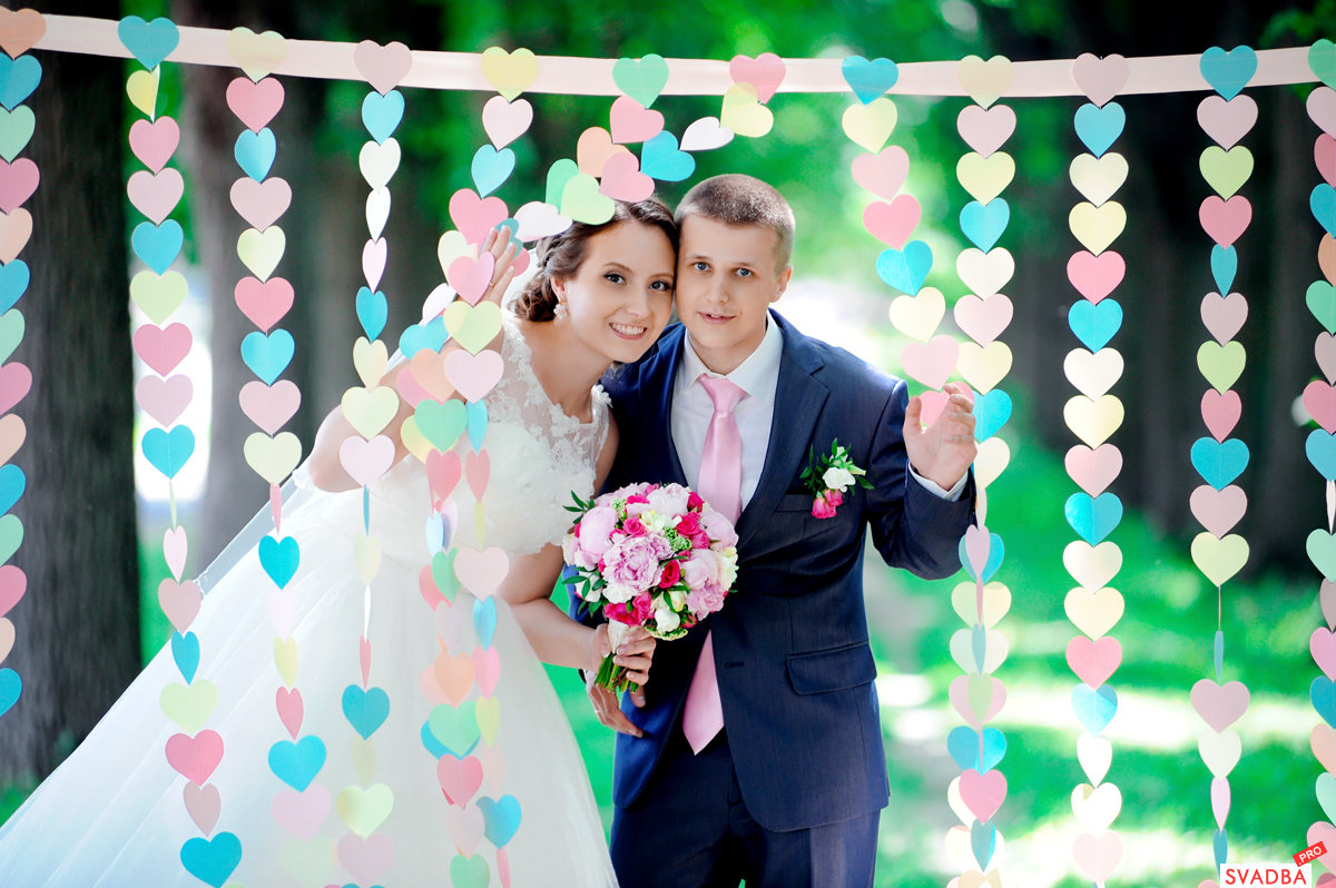 Гирлянды из бумаги на свадьбу