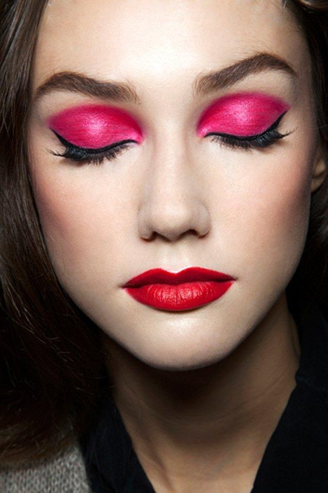 Макияж с розовым оттенком