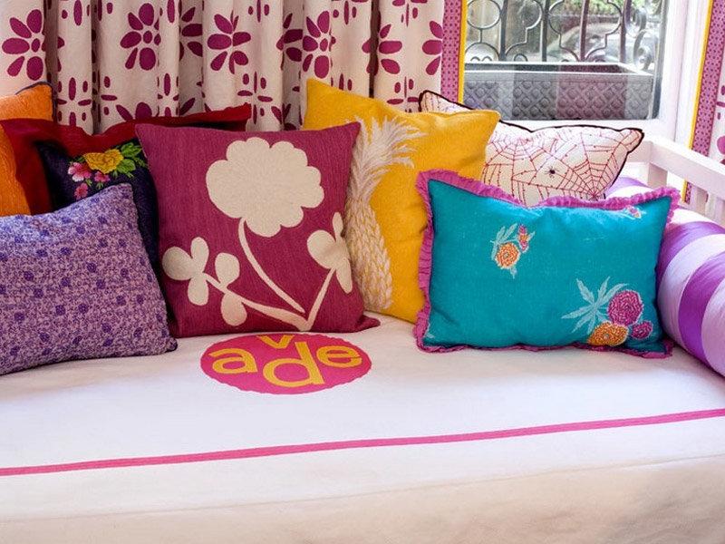 Декоративная подушка для дивана своими руками 37