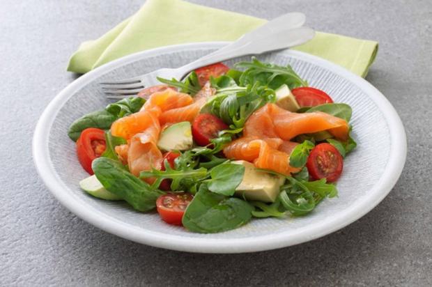 Салат с копченым лососем рецепты 102