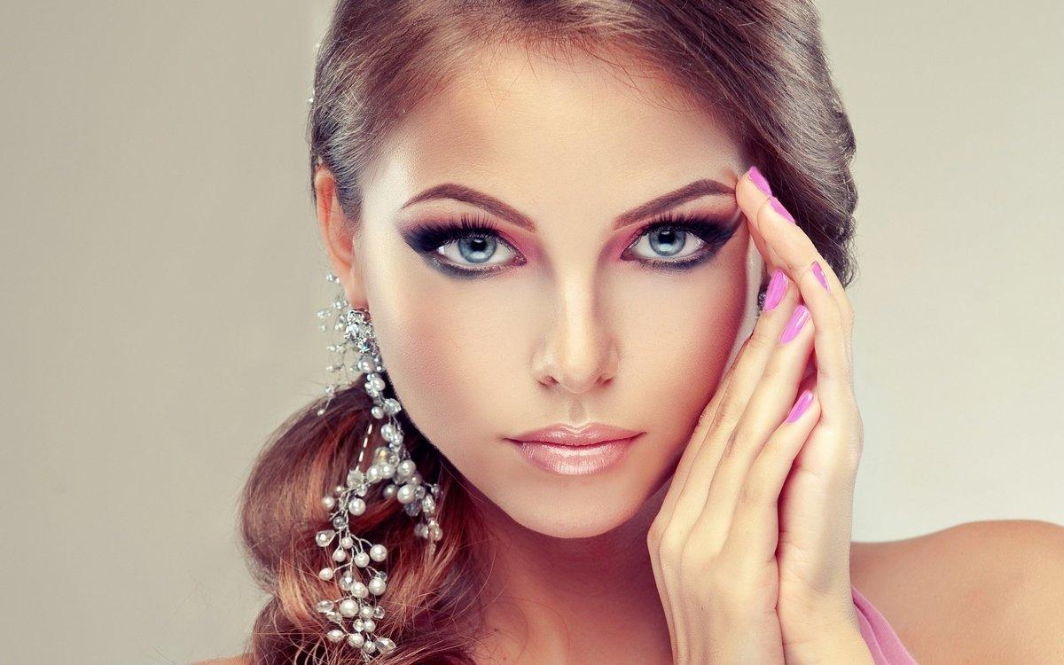 Лавандовое платье макияж