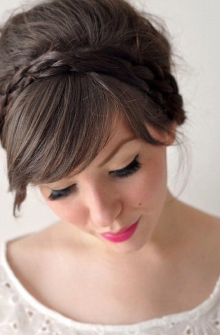 Причёски на средние волосы с косой чёлкой на торжество