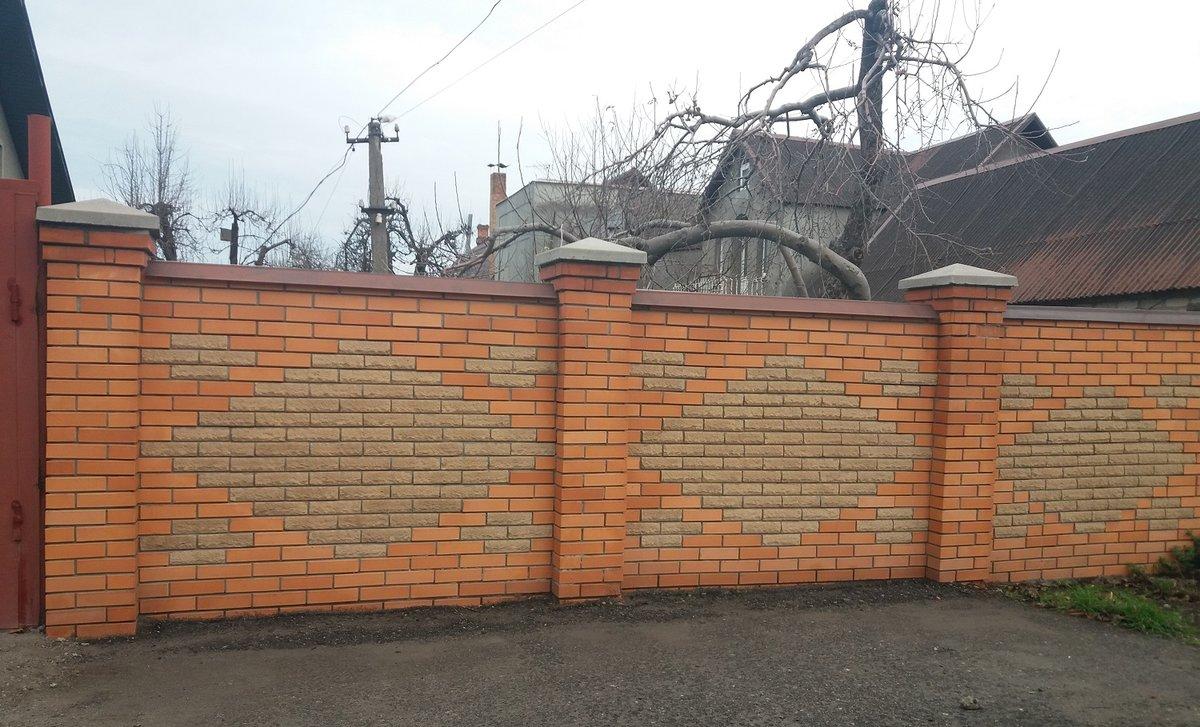 Узоры на кирпичном заборе фото
