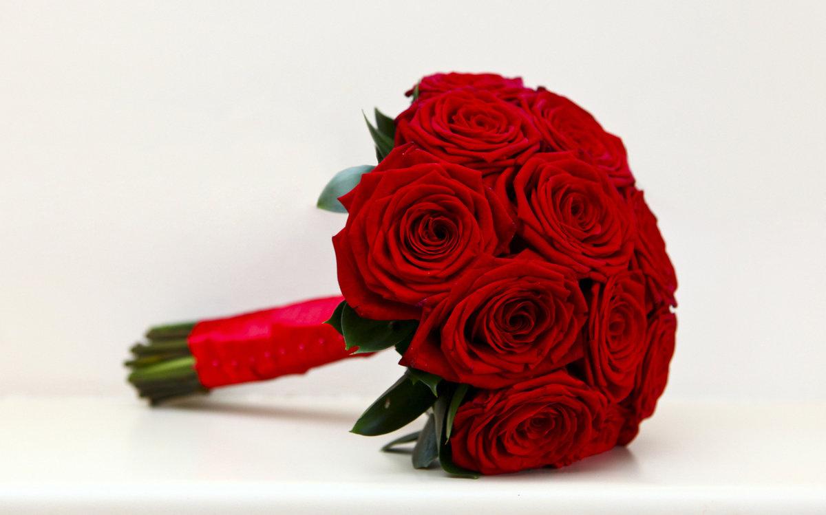 Фото букетов из красных цветов 144