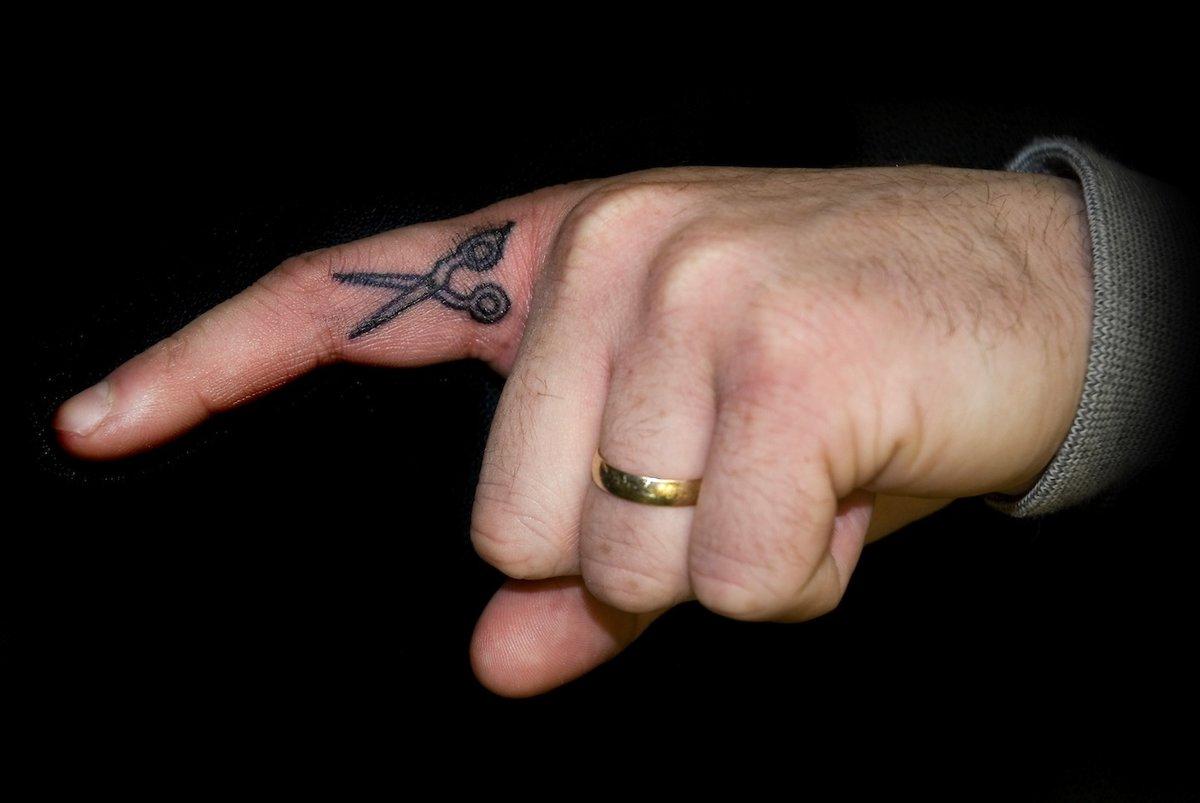 Фото маленьких тату на руке для мужчин