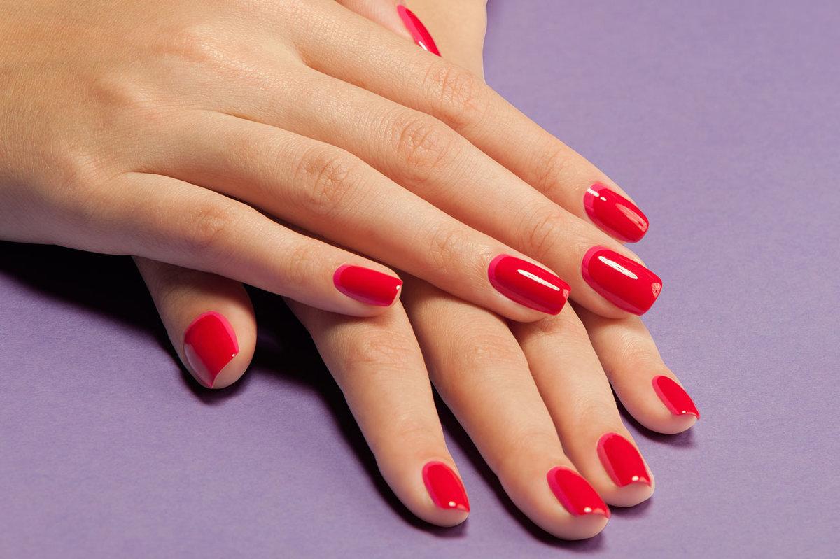 Красный Френч С Рисунком На Миндалевидных Ногтях