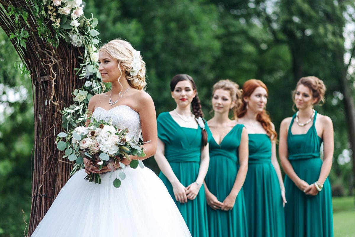 Прически и платья для свадьбы