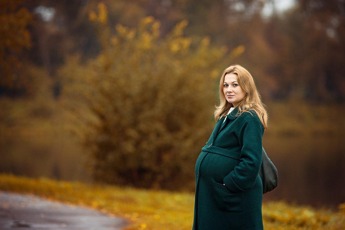 Беременная фотосессия на улице осенью 40