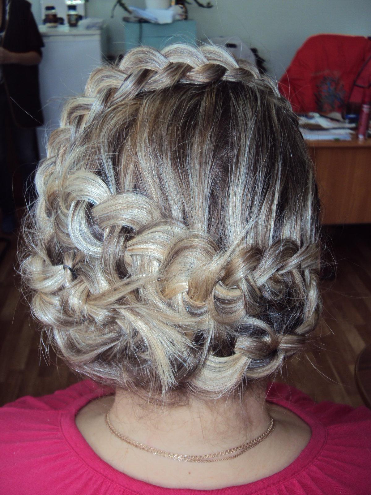 Схемы и фото плетения кос на короткие волосы