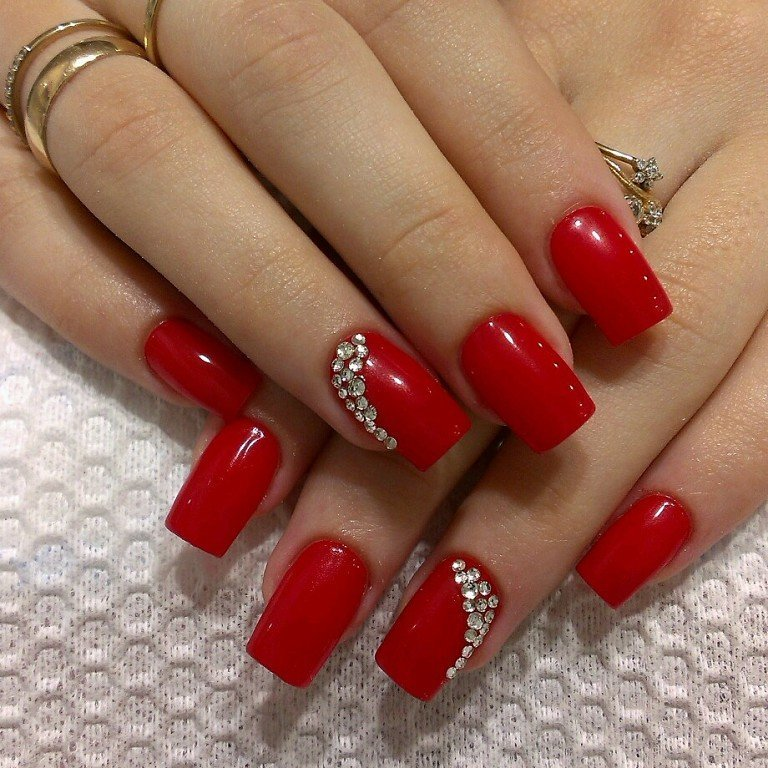 Красный Шеллак Со Стразами На Ногтях Фото