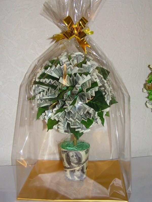 Подарок к свадьбе из долларов 540