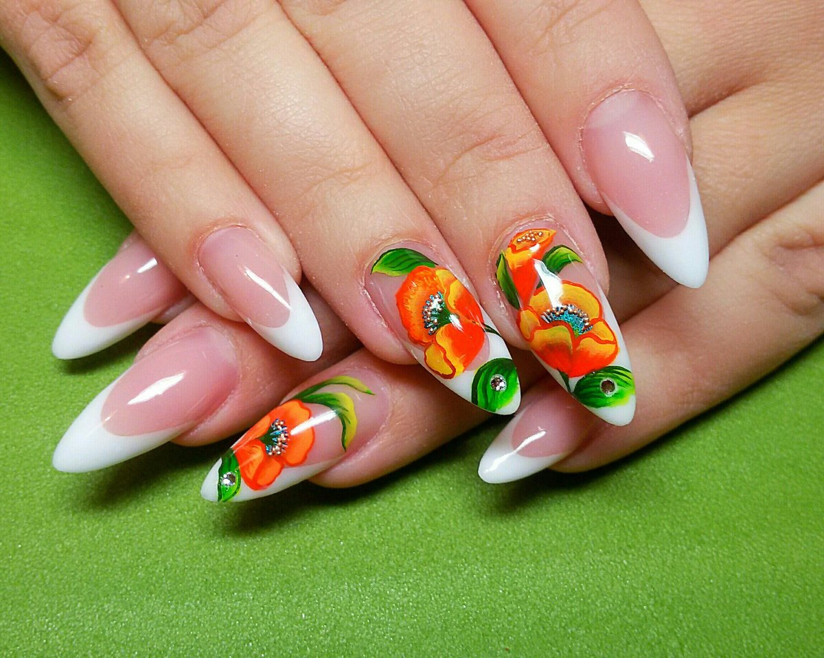 Яркий дизайн на острые ногти фото